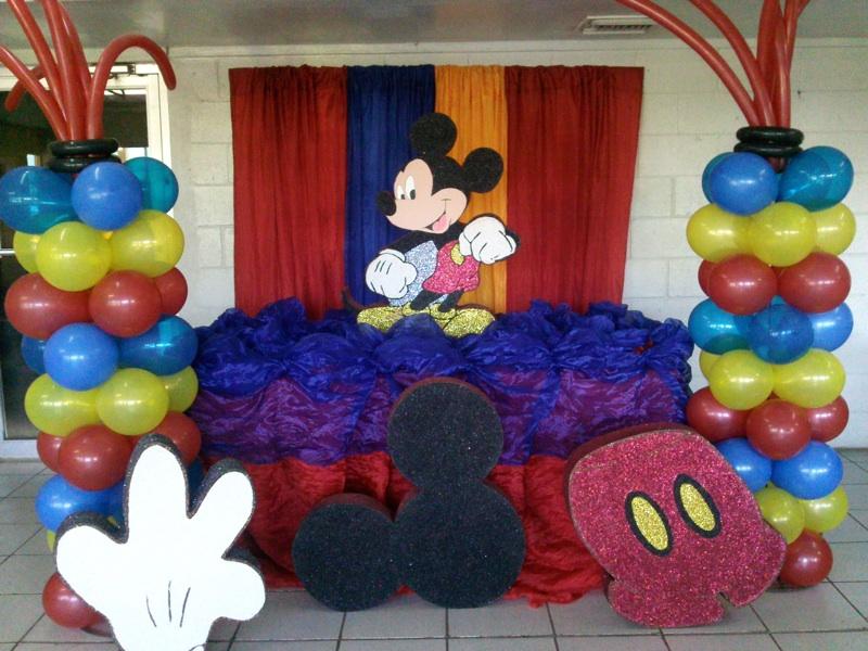 Ejemplos de decoracion castillo amarillo local de - Decoracion para fiestas infantiles mickey mouse ...